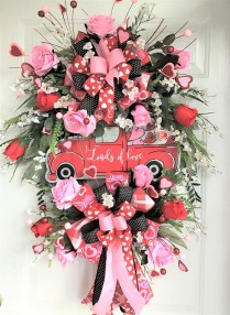 Pretty Valentines Day Wreath Ideas To Decorate Your Door 13