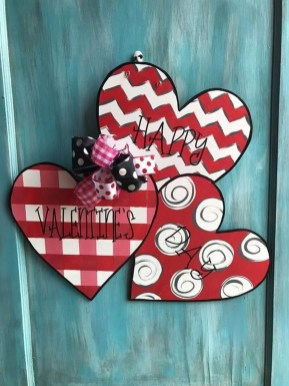 Pretty Valentines Day Wreath Ideas To Decorate Your Door 16