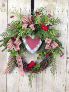 Pretty Valentines Day Wreath Ideas To Decorate Your Door 19