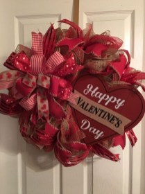 Pretty Valentines Day Wreath Ideas To Decorate Your Door 28