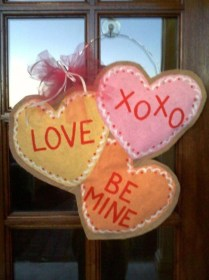 Pretty Valentines Day Wreath Ideas To Decorate Your Door 29