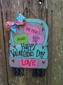 Pretty Valentines Day Wreath Ideas To Decorate Your Door 31