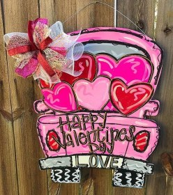 Pretty Valentines Day Wreath Ideas To Decorate Your Door 32