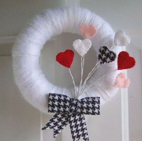 Pretty Valentines Day Wreath Ideas To Decorate Your Door 37