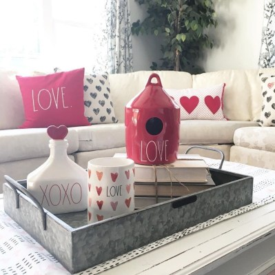 Romantic Valentine Decoration Ideas For Your Living Room 04
