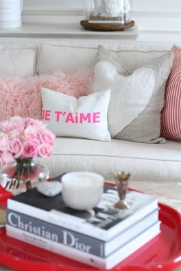 Romantic Valentine Decoration Ideas For Your Living Room 22
