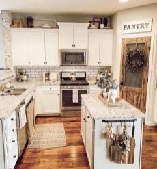 Rustic Farmhouse Kitchen Ideas To Get Traditional Accent 37