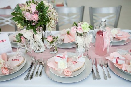 Unordinary Valentine Outdoor Decorations Table Settings For Couple 23