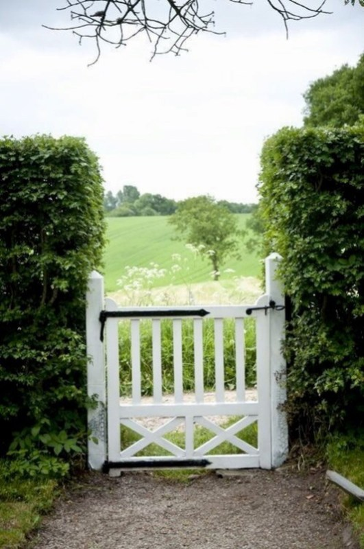 Awesome Farmhouse Garden Fence For Winter To Spring 48