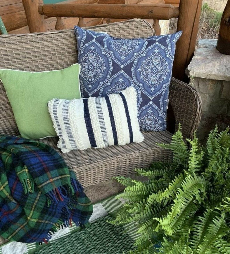 Cute Spring Porch Pillow Decoration Ideas That Will Inspire You 42