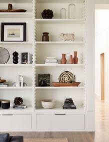 Easy And Simple Shelves Decoration Ideas For Living Room Storage 39