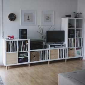 Easy And Simple Shelves Decoration Ideas For Living Room Storage 41