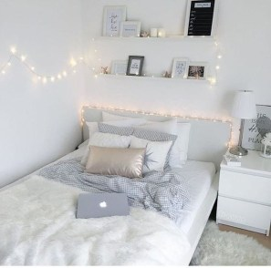 Fabulous White Bedroom Design In The Small Apartment 02