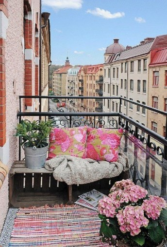 Fascinating Small Balcony Ideas With Relax Seating Area 39