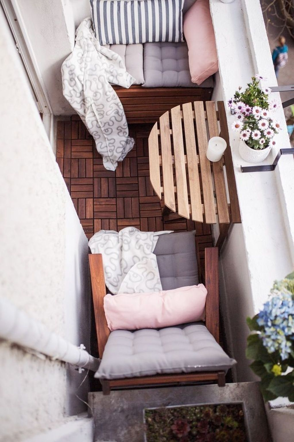 Fascinating Small Balcony Ideas With Relax Seating Area 42
