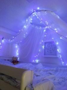 Pretty DIY Fairy Light Ideas For Minimalist Bedroom Decoration 28