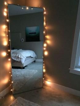Pretty DIY Fairy Light Ideas For Minimalist Bedroom Decoration 40