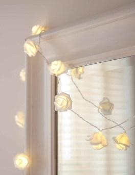 Pretty DIY Fairy Light Ideas For Minimalist Bedroom Decoration 43