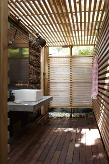 Spectacular Outdoor Bathroom Design Ideas That Feel Like A Vacation 05