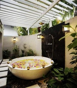 Spectacular Outdoor Bathroom Design Ideas That Feel Like A Vacation 19
