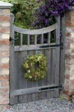 Beautiful Garden Fence Decorating Ideas To Follow 09