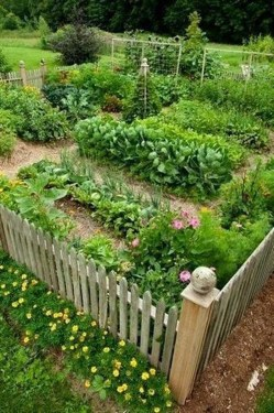 Beautiful Garden Fence Decorating Ideas To Follow 26