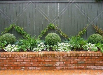 Beautiful Garden Fence Decorating Ideas To Follow 37