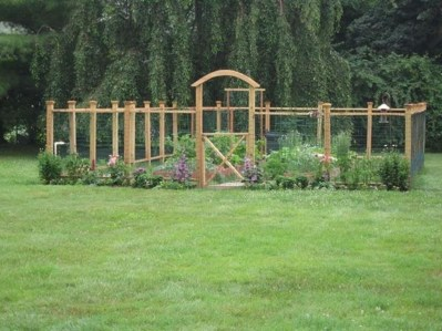 Beautiful Garden Fence Decorating Ideas To Follow 46
