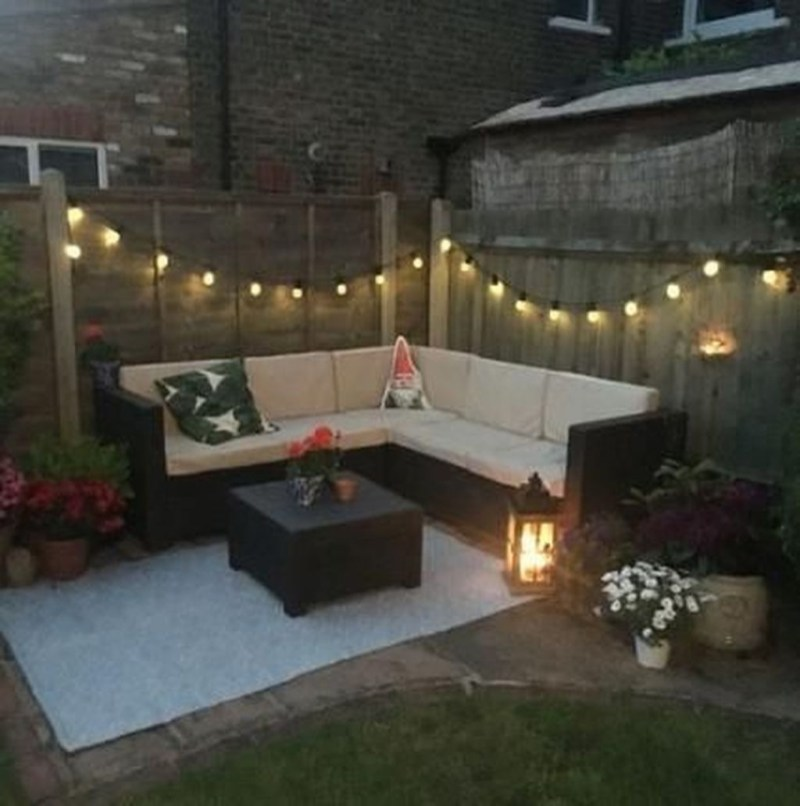 Comfy Spring Backyard Ideas With A Seating Area That Make You Feel Relax 22