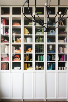 Fabulous Bookcase Decorating Ideas To Perfect Your Interior Design 31