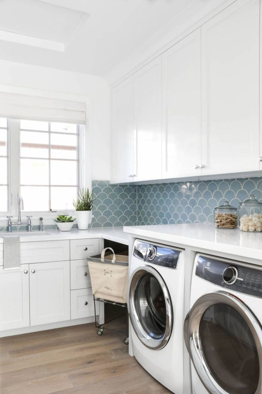 Inspiring Laundry Room Design With French Country Style 40