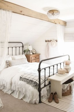 Perfect Choices Of Furniture For A Farmhouse Bedroom 39