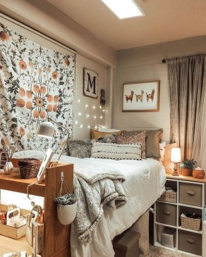 Splendid Dorm Room Ideas To Tare Room Decor To The Next Level 41