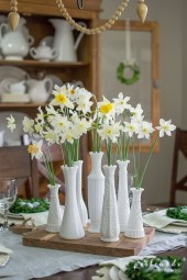 Adorable Spring Centerpieces Ideas For Dining Room Decor 02