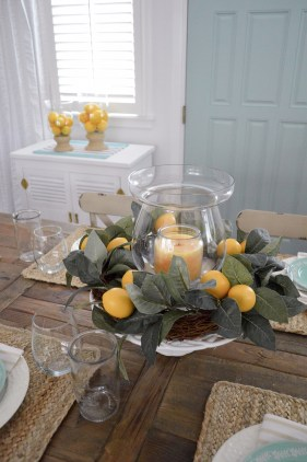 Adorable Spring Centerpieces Ideas For Dining Room Decor 08