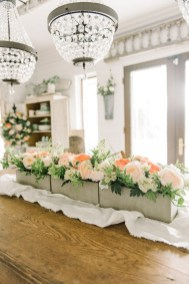 Adorable Spring Centerpieces Ideas For Dining Room Decor 14