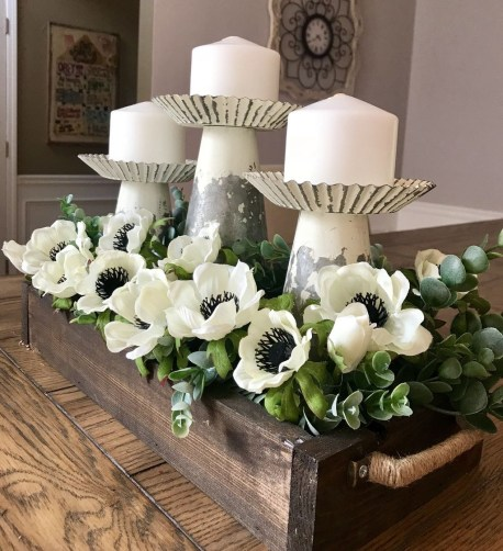 Adorable Spring Centerpieces Ideas For Dining Room Decor 24
