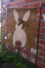 Gorgeous Outdoor Easter Decorations To Bedeck Your House In Style 27