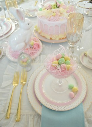 Marvelous Easter Tablescapes That Will Make Your Jaw Drop 34