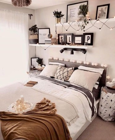 Minimalist And Simple Bedroom Decor Ideas That You Should Try 37