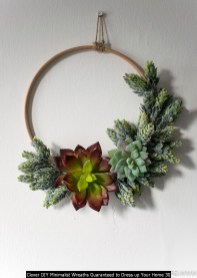 Clever DIY Minimalist Wreaths Guaranteed To Dress Up Your Home 30