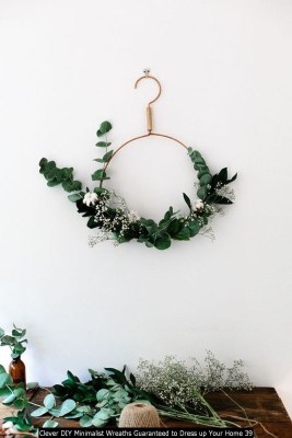 Clever DIY Minimalist Wreaths Guaranteed To Dress Up Your Home 39