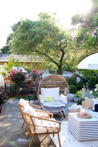 Magnificent Summer Furniture Ideas For Your Outdoor Decor 03