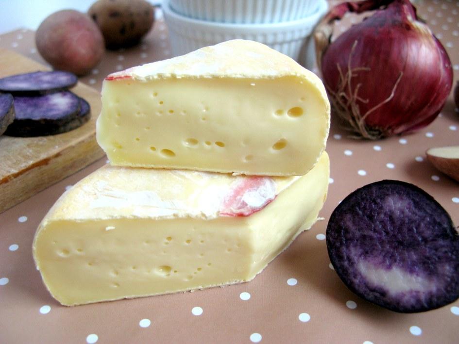 «Сладкая парочка» картофель и сыр особо ярко проявляют себя в савойском блюде тартифлет