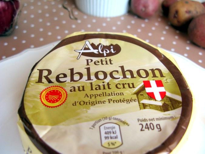 Сыр Реблошон - один из четырех ингредиентов тартифлета
