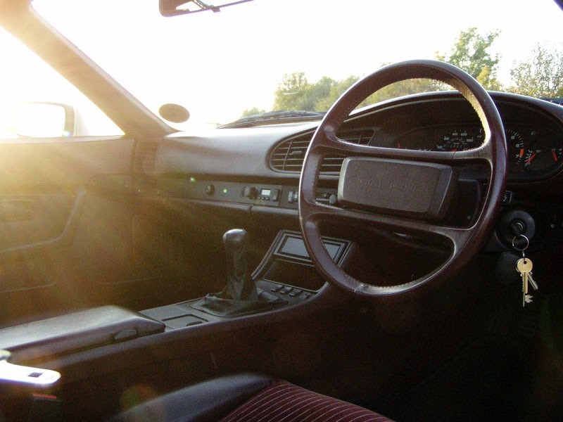 Porsche 944 oval dash interior