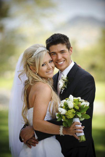 صور عرسان رومانسية , احضان الزواج للعشاق والاحباب - صور حب