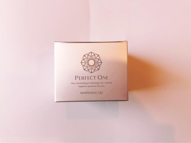 パーフェクトワンの薬用ホワイトニングジェルの箱