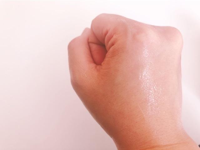 レスキュースキンジェルを塗った手の甲
