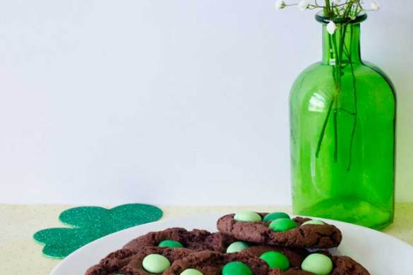 St. Patrick's Day Recipes:: Mint Chocolate Chip Cookies by Love The Day